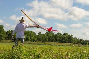 John Winstanley bungee launching his Windrifter